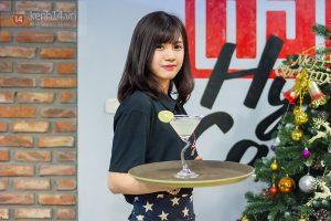 dao-mot-vong-cafe-ha-noi-ngam-nhan-vien-nu-cuc-de-thuong