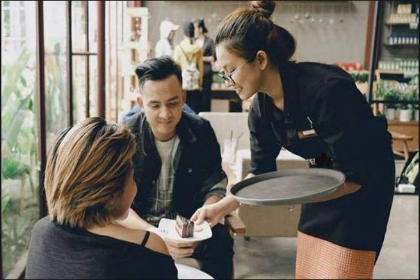 nhân viên nhà hàng quán ăn