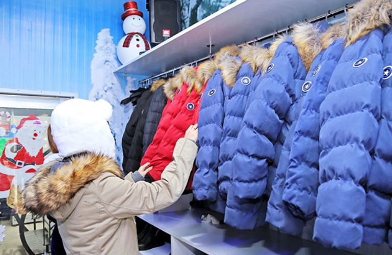 trang phục quán cafe băng tuyết