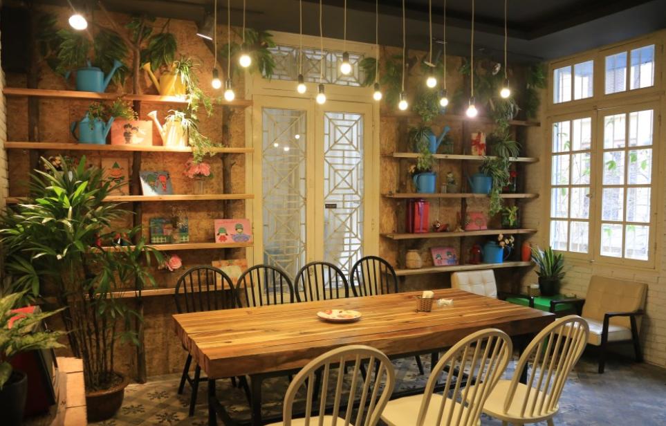 ánh sáng trong quán cafe