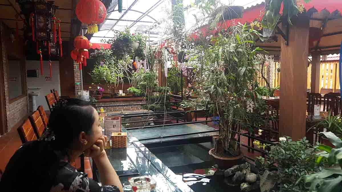 thực khách tại quán cafe Hương Xưa