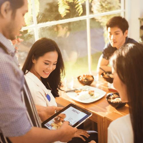 nhà hàng phục vụ tại bàn
