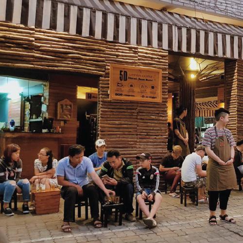quán cafe nhỏ vỉa hè