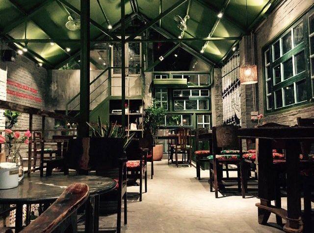 khong-gian-cong-cafe