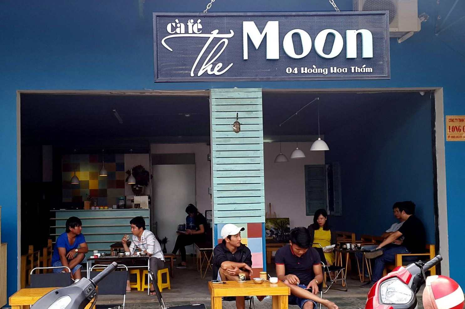 The moon cafe