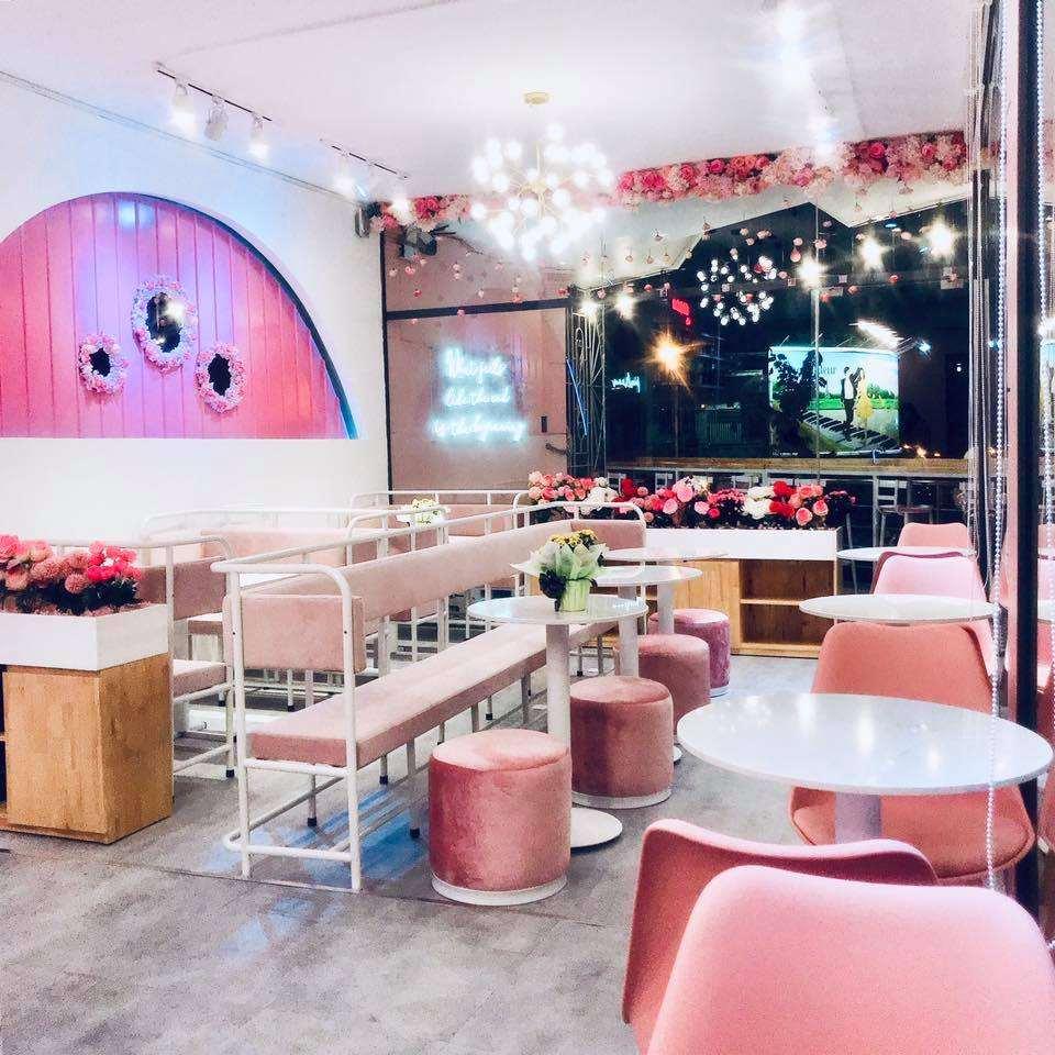 không gian quán pinkroom cafe