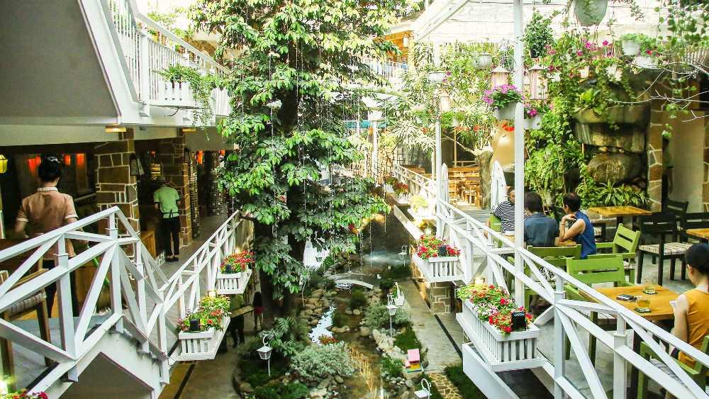 mẫu cafe sân vườn thiết kế đẹp