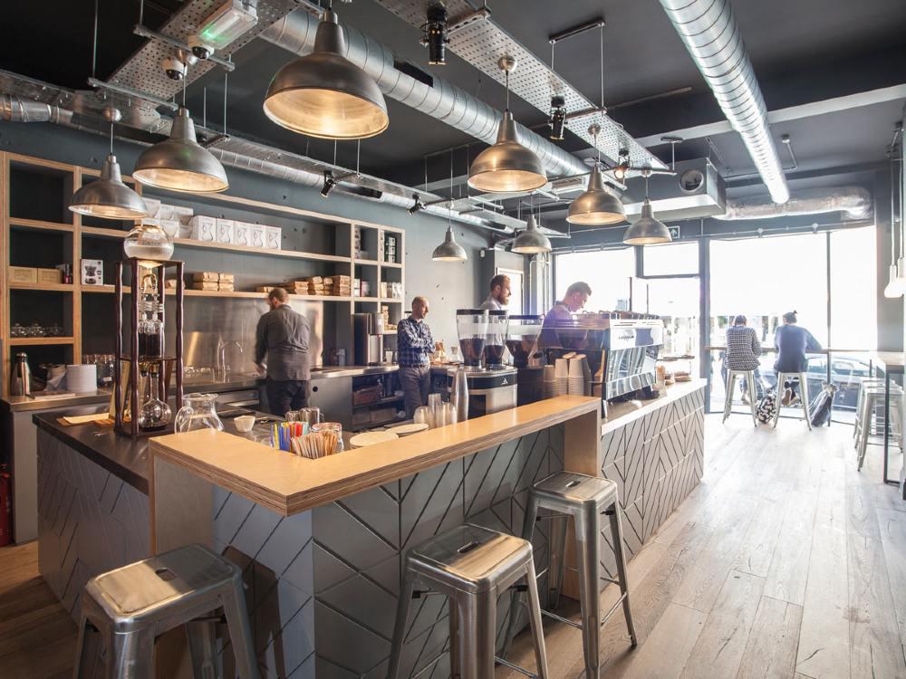 mặt bằng và nội thất của quán cafe