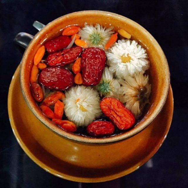 công thức làm trà hoa cúc táo đỏ