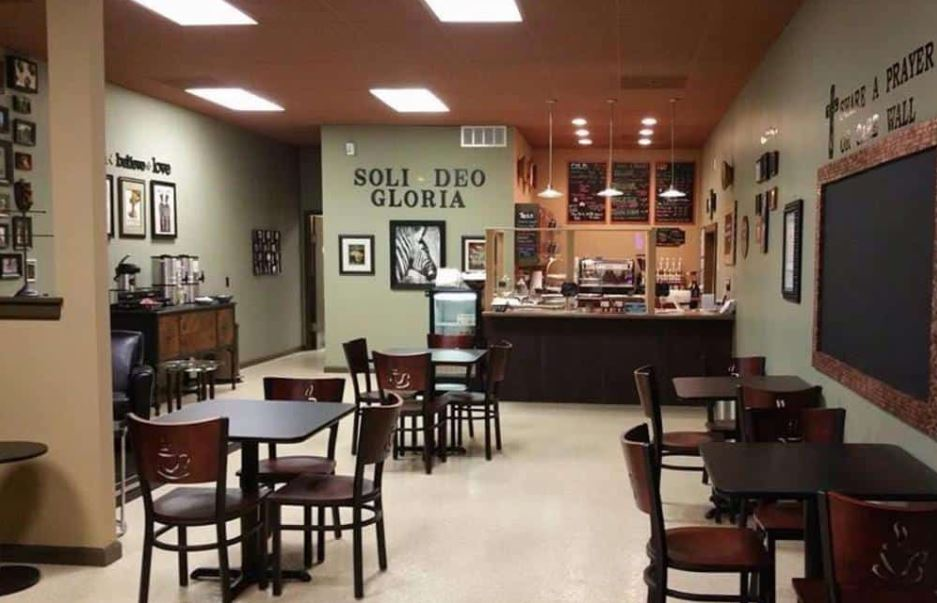 đèn âm trần quán cafe