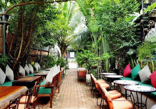 nhà hàng sân vườn