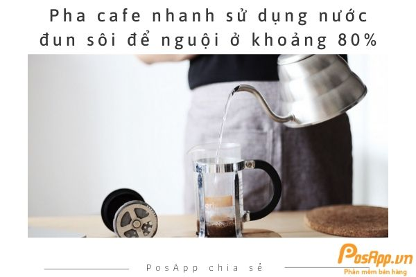 nước sôi pha cafe