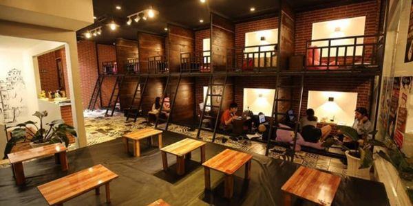 cafe sàn gỗ nâu