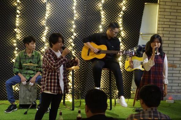 cafe&beer biểu diễn acoustic