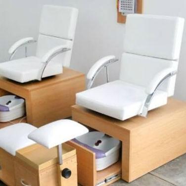 ghế làm nail bằng gỗ đơn giản