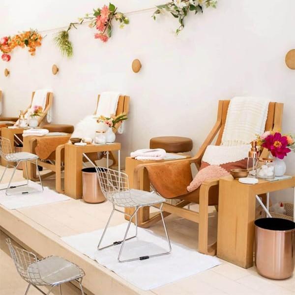 ghế làm nail bằng gỗ giá rẻ