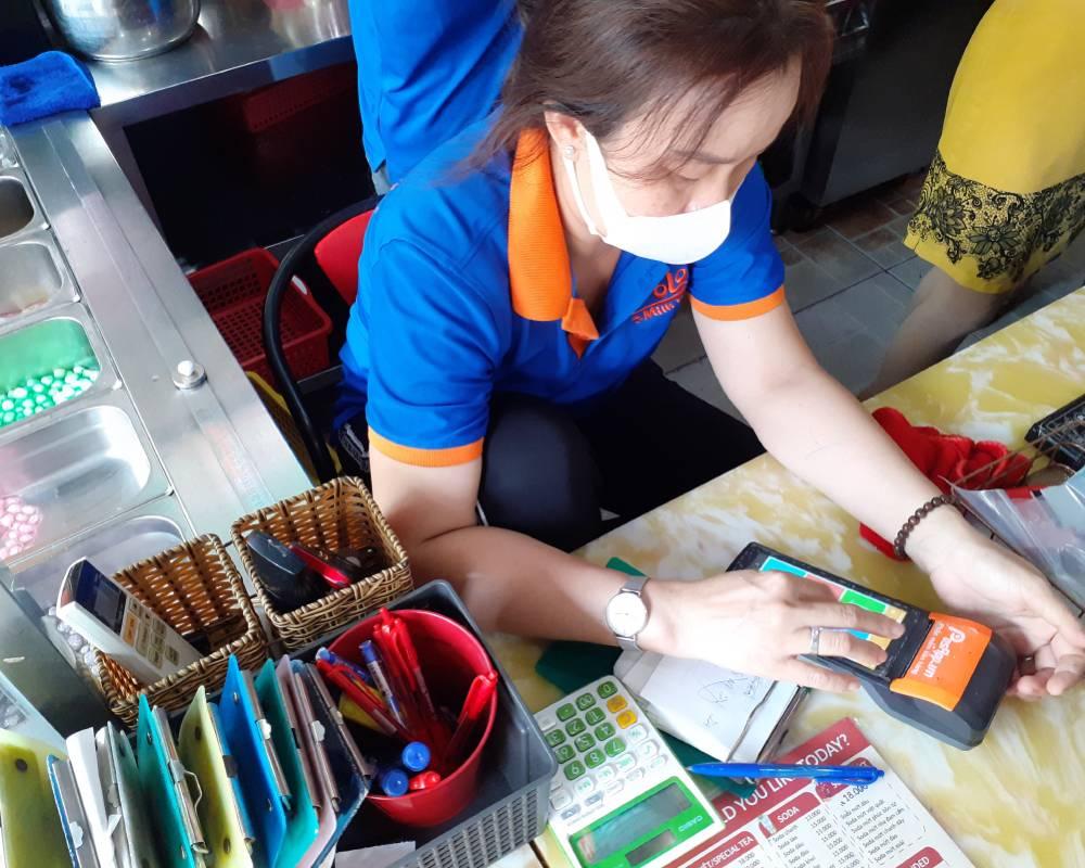 Máy bán hàng cầm tay tại quầy thu ngân