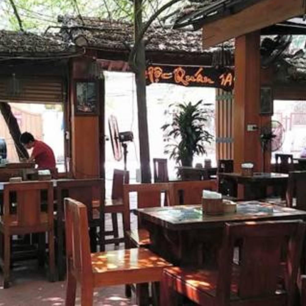thiết kế quán cafe mộc giản dị