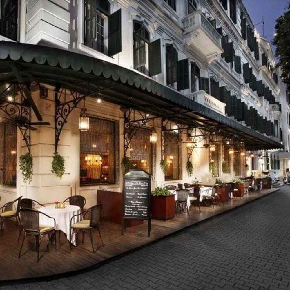 thiết kế quán cafe góc phố