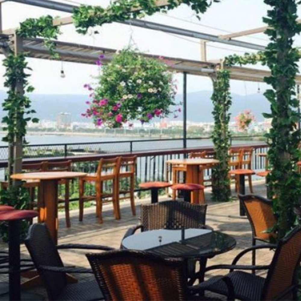 thiết kế quán cafe quen sông hồ đẹp