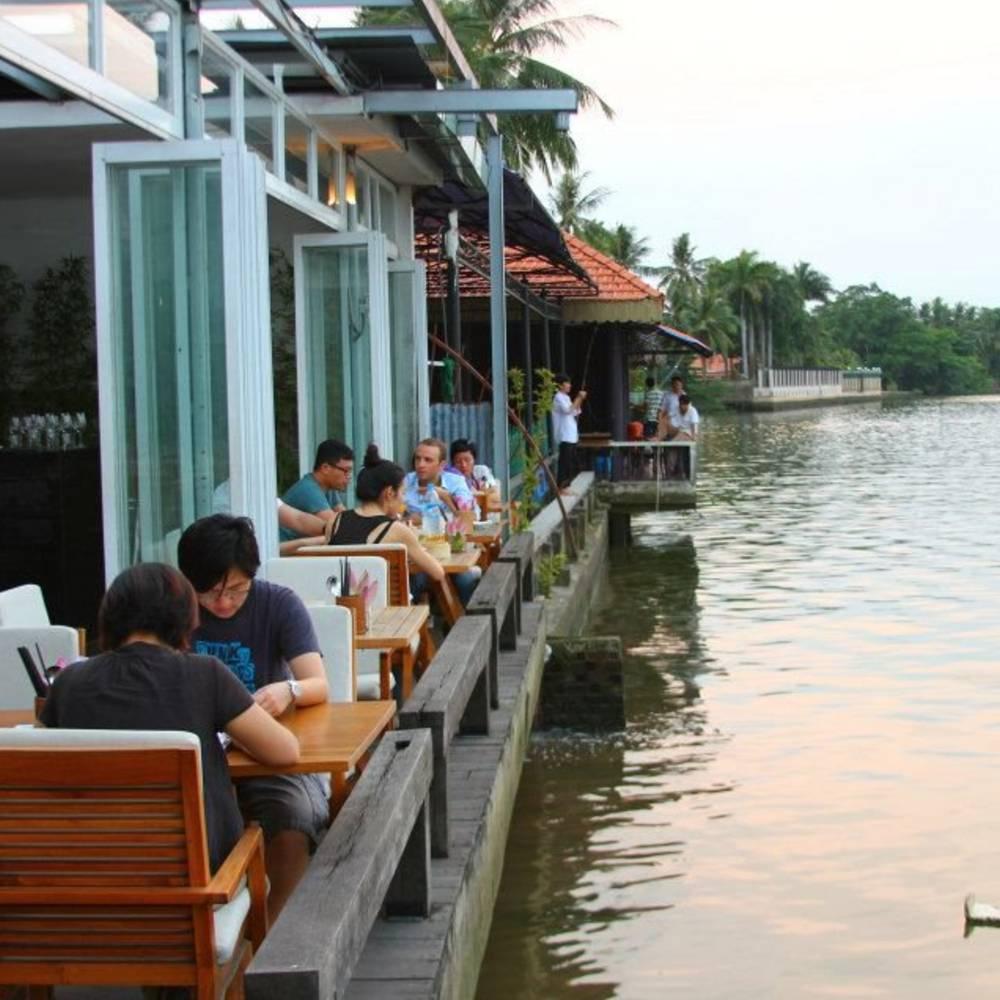 thiết kế quán cafe quen sông thoáng mát