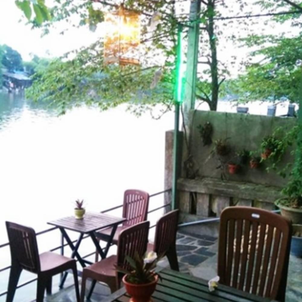 thiết kế quán cafe quen sông hồ đơn giản