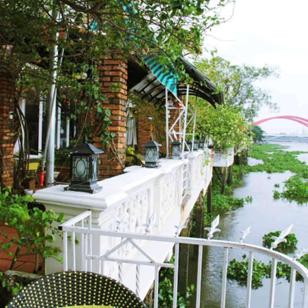 thiết kế quán cafe quen sông hồ sang trọng