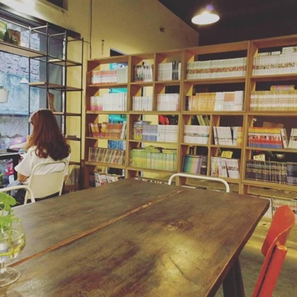 thiết kế quán cafe sách đơn giản