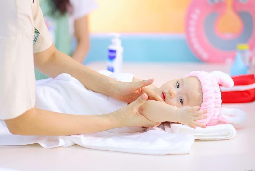 Chi phí đầu tư vào mỹ phẩm, dụng cụ spa cho bé
